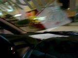 настоящие шопоголики ездят по магазину на машинке))))
